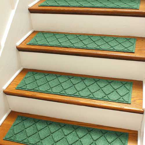 Darby Home Co Aqua Gretchen Light Green Argyle Stair Tread (Set of 4)
